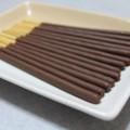 お皿に並べて濃厚ミルクチョコを眺めるの図
