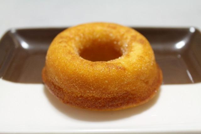 マロニエ「焼きドーナツ プレーン」お皿のせ