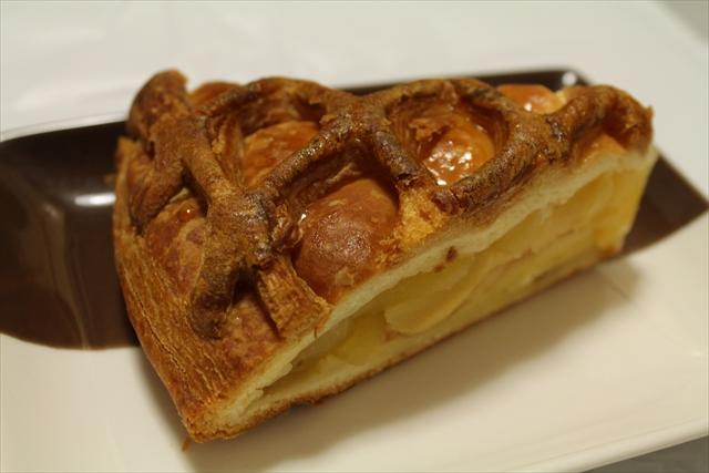 鳴門屋製パン株式会社 アップルパイ お皿のせ
